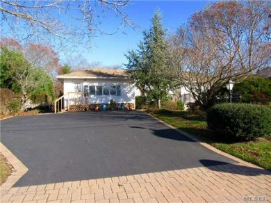 11 Oaktree Dr, East Moriches, NY 11940