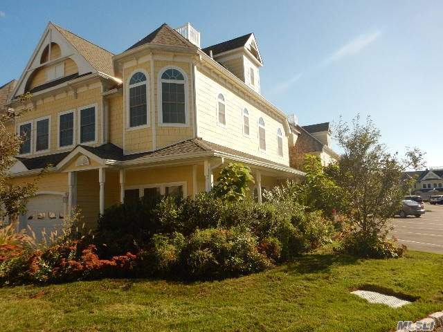 206 Emily Dr, Patchogue, NY 11772