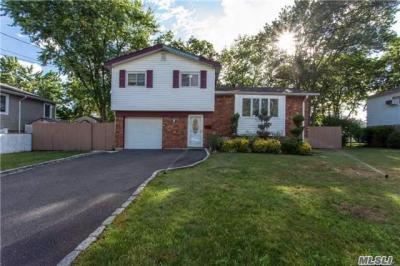 Photo of 324 W 19th St, Deer Park, NY 11729