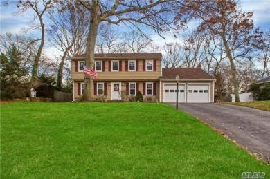 12 Woodland Rd, Miller Place, NY 11764