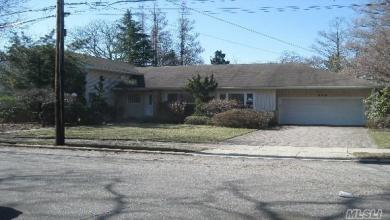 573 Fairway Dr, Woodmere, NY 11598