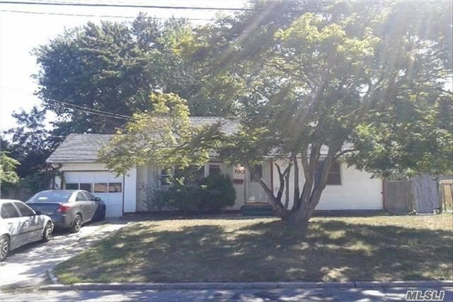 193 Westwood Dr, Brentwood, NY 11717
