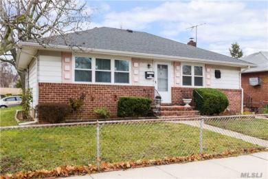 300 Roquette Ave, S Floral Park, NY 11003