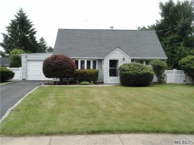 4 The Spur, Syosset, NY 11791