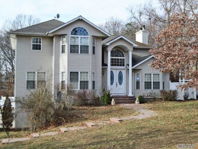 234 Miller Place Rd, Miller Place, NY 11764