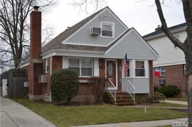 80-28 259th St, Floral Park, NY 11004