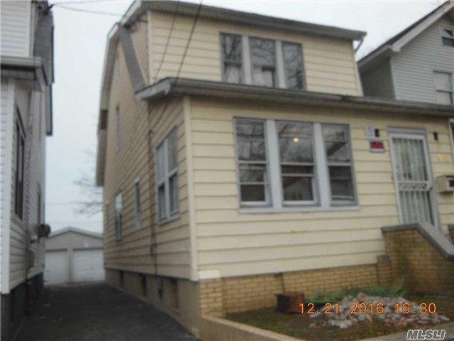 942 Revere Ave, Out Of Area Town, NY 10465