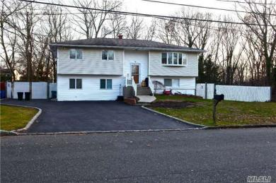 6 Mark St, Pt Jefferson Sta, NY 11776