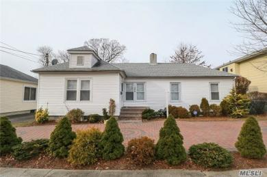 542 Oakdale Rd, East Meadow, NY 11554