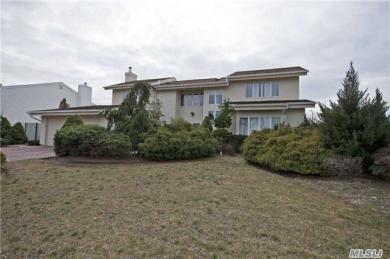 148 Pace Dr, West Islip, NY 11795