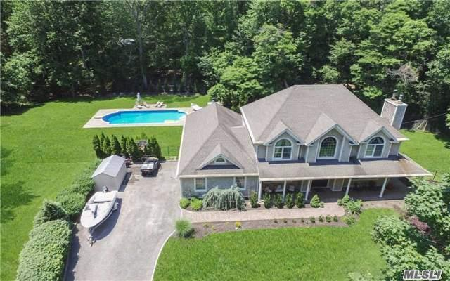 2 Winkle Point Dr, Northport, NY 11768