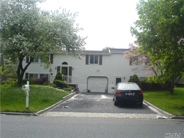 18 University Hgts Dr, Stony Brook, NY 11790