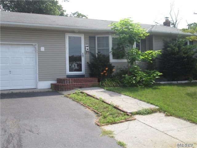51 Grenville Ave, Patchogue, NY 11772