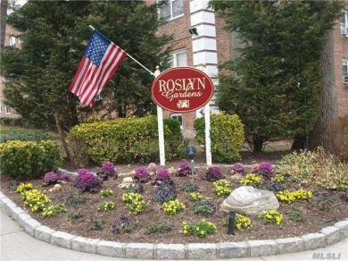 34 Edwards St #2b, Roslyn Heights, NY 11577