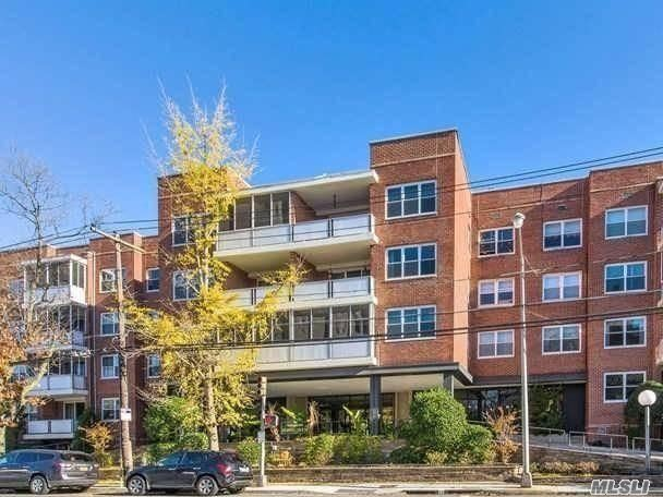 1 Kensington Gate #310, Great Neck, NY 11021