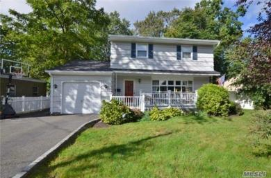 61 Oak Ave, Huntington Sta, NY 11746