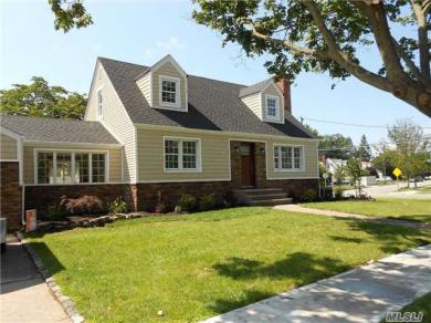106 Home St, N Bellmore, NY 11710