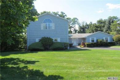 6 Bridle Path Ln, Port Jefferson, NY 11777