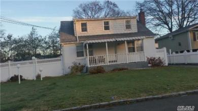 63 Tyrconnell St, Amityville, NY 11701