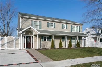 65 Constellation Rd, Levittown, NY 11756