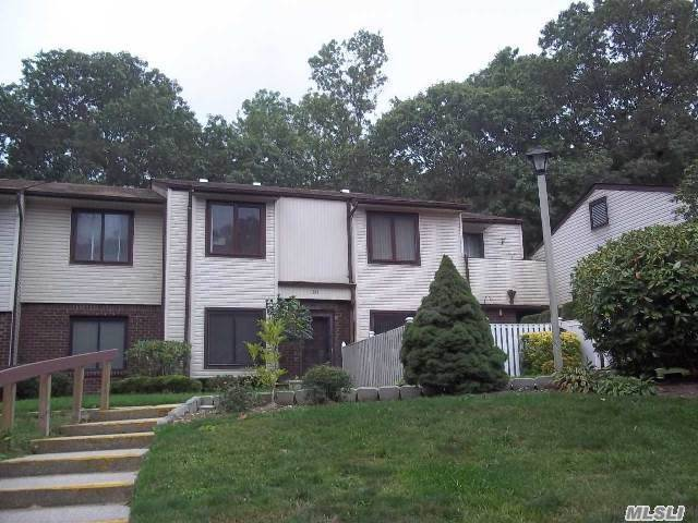 343 Clubhouse Ct, Coram, NY 11727