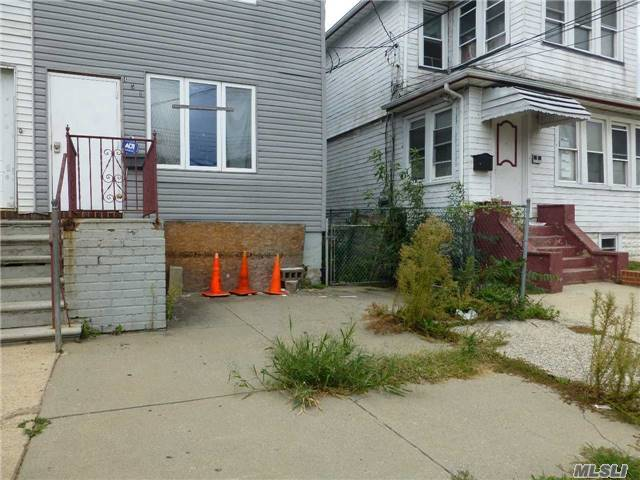 451 Revere Ave, Out Of Area Town, NY 10465