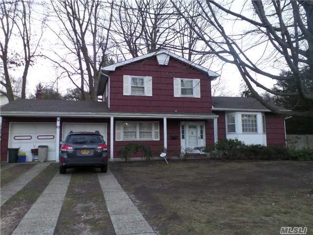 63 Willow St, Wheatley Heights, NY 11798