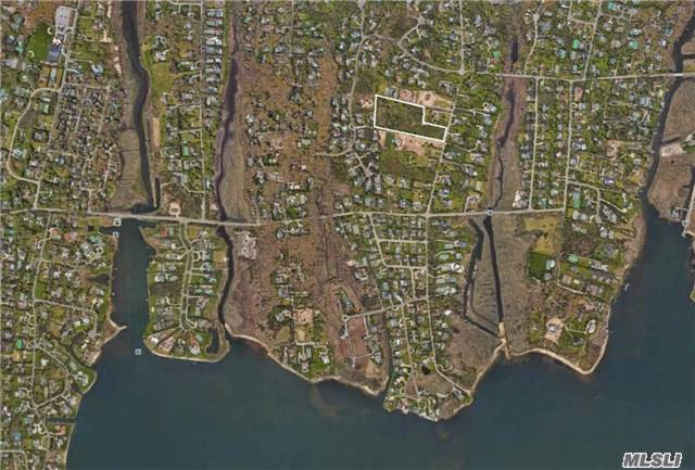 51 Tanners Neck Ln, Westhampton, NY 11977