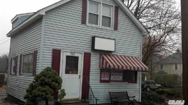 424 W Main St, Patchogue, NY 11772