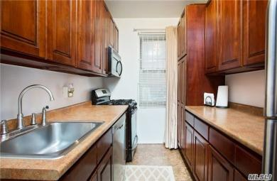111-45 76 Ave #25, Forest Hills, NY 11375