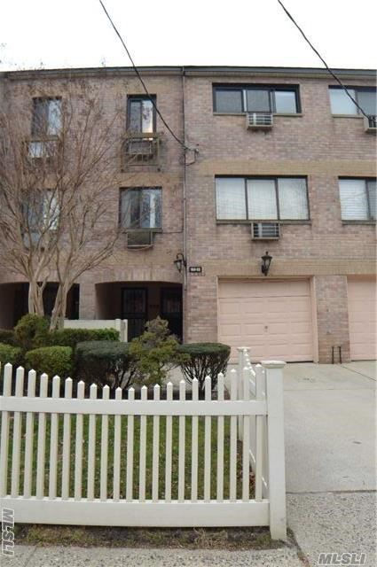 153-22 83rd St #6d-u, Howard Beach, NY 11414