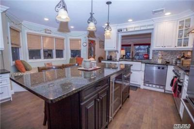 Photo of 27 Cutter Ct, West Islip, NY 11795