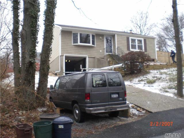 19 Hawthorne Rd, Rocky Point, NY 11778