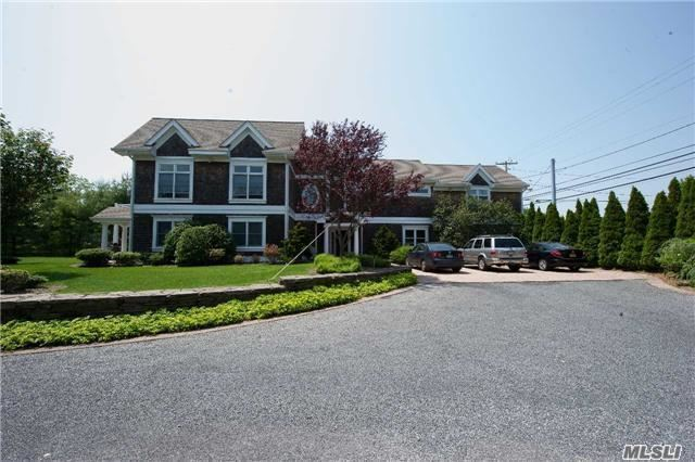 584 Middle Rd, Bayport, NY 11705