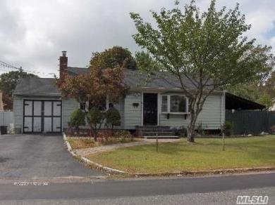 192 Front Ave, Brentwood, NY 11717