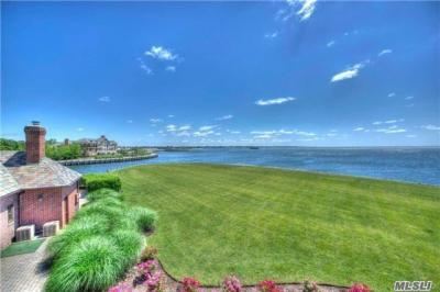 Photo of 69 Lawrence Ln, Bay Shore, NY 11706