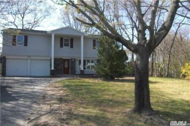 11 Chatham Woods Dr, Centereach, NY 11720