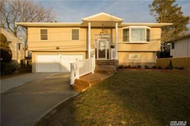 3039 Clubhouse Rd, Merrick, NY 11566