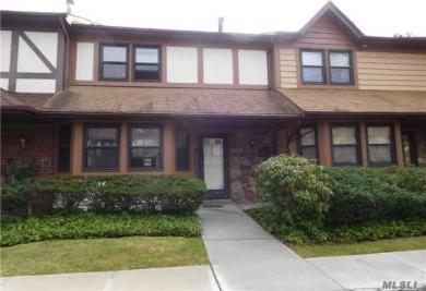 6 Cold Harbour Ln, Woodbury, NY 11797