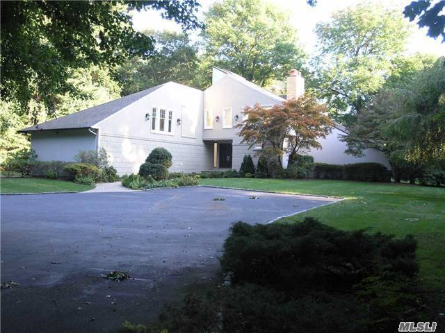 1 Tondan Ln, Lattingtown, NY 11560