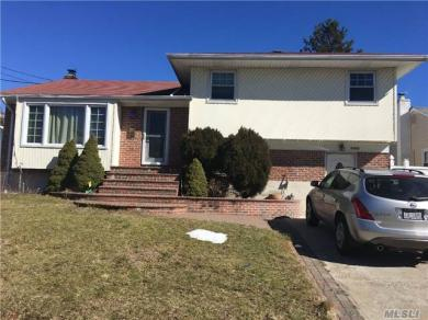 1563 Peapond Rd, N Bellmore, NY 11710