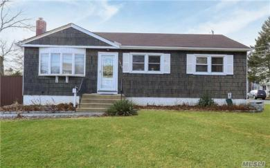 1400 Ohio Ave, Bay Shore, NY 11706