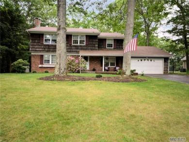 69 Woodhollow Rd, Great River, NY 11739