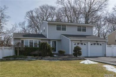 21 Fisher Rd, Commack, NY 11725
