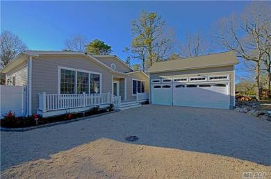 87 Washington Heigh Ave, Hampton Bays, NY 11946