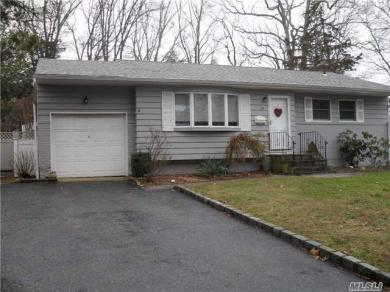 26 Genesee Dr, Commack, NY 11725