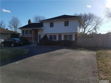 38 Overlook Dr, East Islip, NY 11730