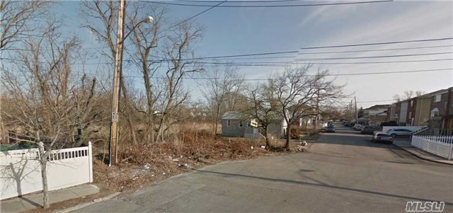 Beachview Ave, Out Of Area Town, NY 10306