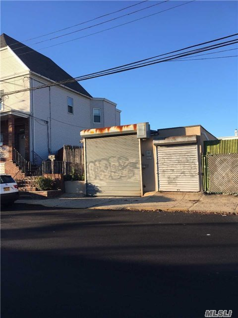 59-43 60th Rd, Maspeth, NY 11378