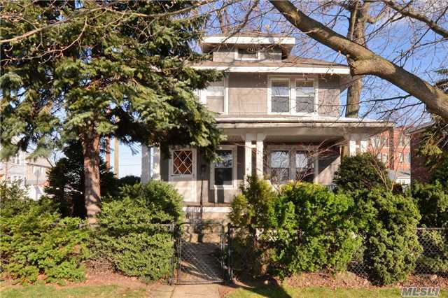 7-01 127th St, College Point, NY 11356